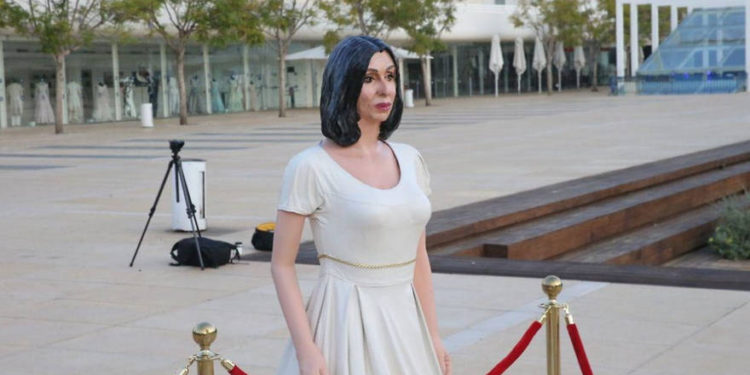 Estatua de la ministra Regev erigida en la plaza Habima en Tel Aviv