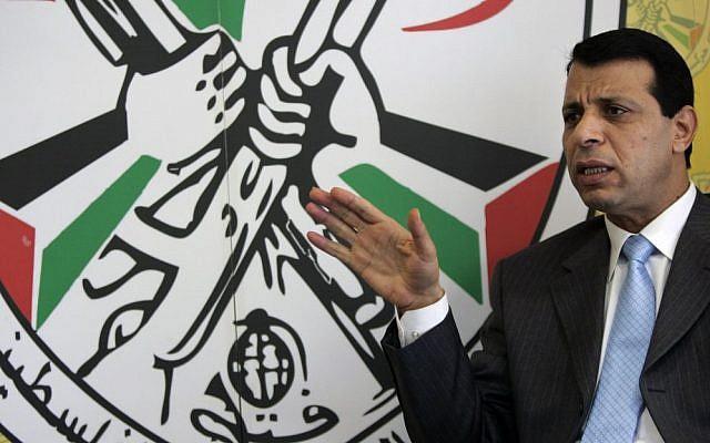 El líder de Fatah, Mohammad Dahlan, habla durante una entrevista con The Associated Press en su oficina en la ciudad de Ramallah en Judea y Samaria el 3 de enero de 2011, foto. (AP / Majdi Mohammed)