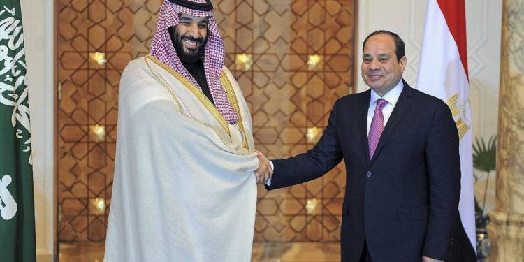 Príncipe Mohammed bin Salman de Arabia Saudita llega a El Cairo durante una gira regional
