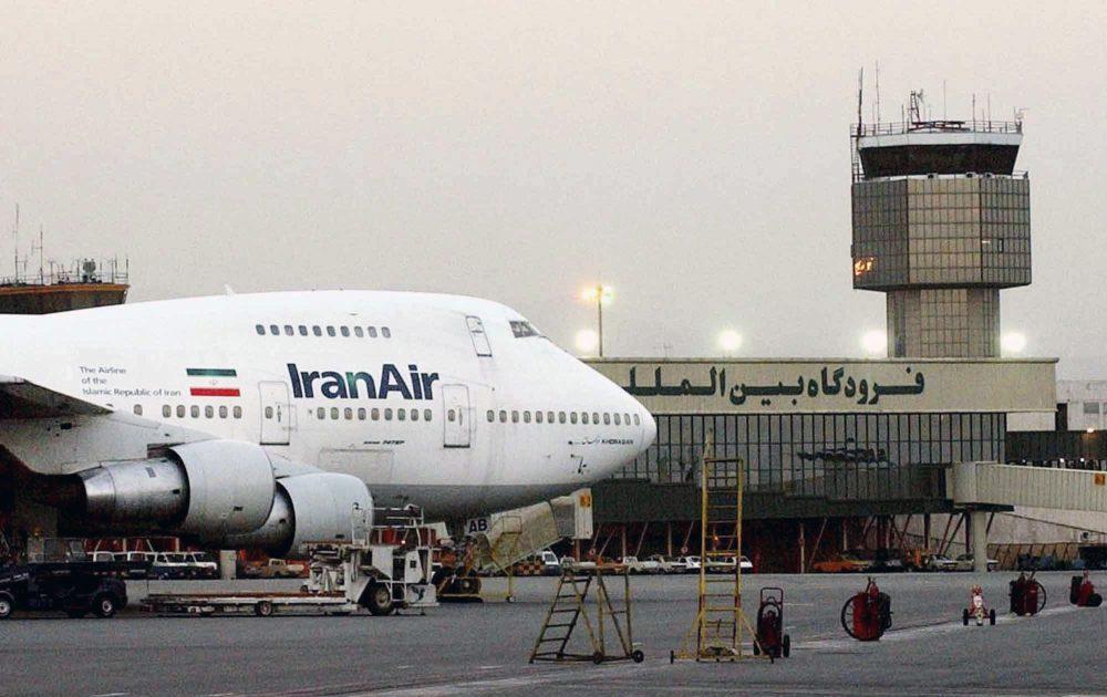 Un Boeing 747 de la aerolínea estatal IranAir se ve en el Aeropuerto Internacional de Mehrabad en Teherán, junio de 2003. (Foto AP / Hasan Sarbakhshian, archivo)