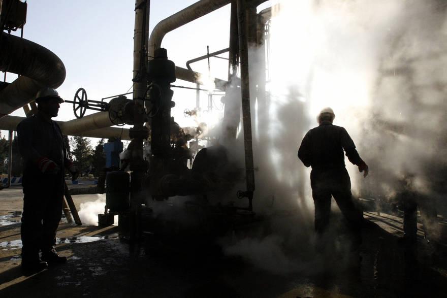 Irán se prepara para sanciones petroleras luego de caída monetaria y protestas