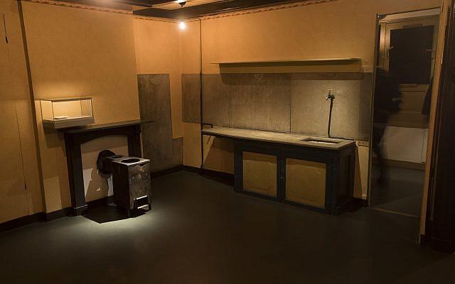 Vista del anexo secreto con sus ventanas oscurecidas en la renovada Casa Museo de Ana Frank en Ámsterdam, Países Bajos, el miércoles 21 de noviembre de 2018 (Foto AP / Peter Dejong)