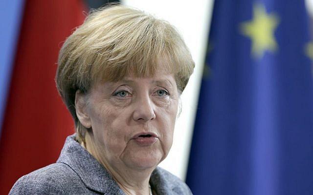La canciller alemana, Angela Merkel, habla después de una reunión del comité de coalición sobre refugiados en Europa, Berlín, Alemania, lunes 7 de septiembre de 2015 (Michael Sohn / AP)