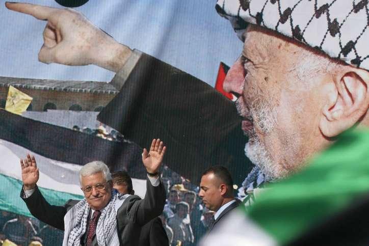 Ilustrativo: el presidente de la Autoridad Palestina, Mahmoud Abbas, se dirige a un mitin en la ciudad de Ramallah en para conmemorar el cuarto aniversario de la muerte del sanguinario terrorista egipcio Yasser Arafat el 11 de noviembre de 2008. (Issam Rimawi / flash 90)