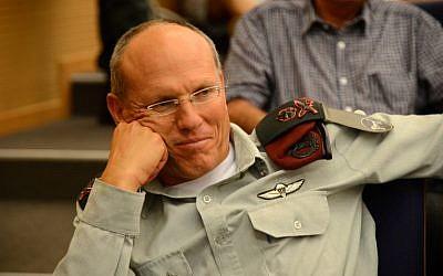 El mayor general Nitzan Alon, jefe del Comando Central de las FDI, en Tel Aviv, 13 de mayo de 2013 (Yossi Zeliger / Flash90)