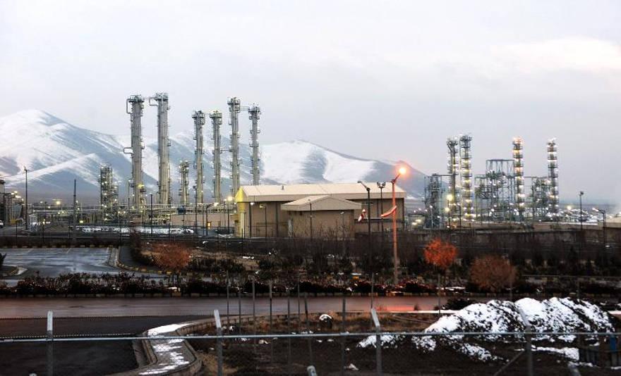 Estados Unidos permite actividad en tres sitios nucleares de Irán, incluso cuando se renuevan las sanciones