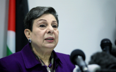 El miembro del Comité Ejecutivo de la OLP, Hanan Ashrawi, habla en una conferencia de prensa en Ramallah el 24 de febrero de 2015. (WAFA)