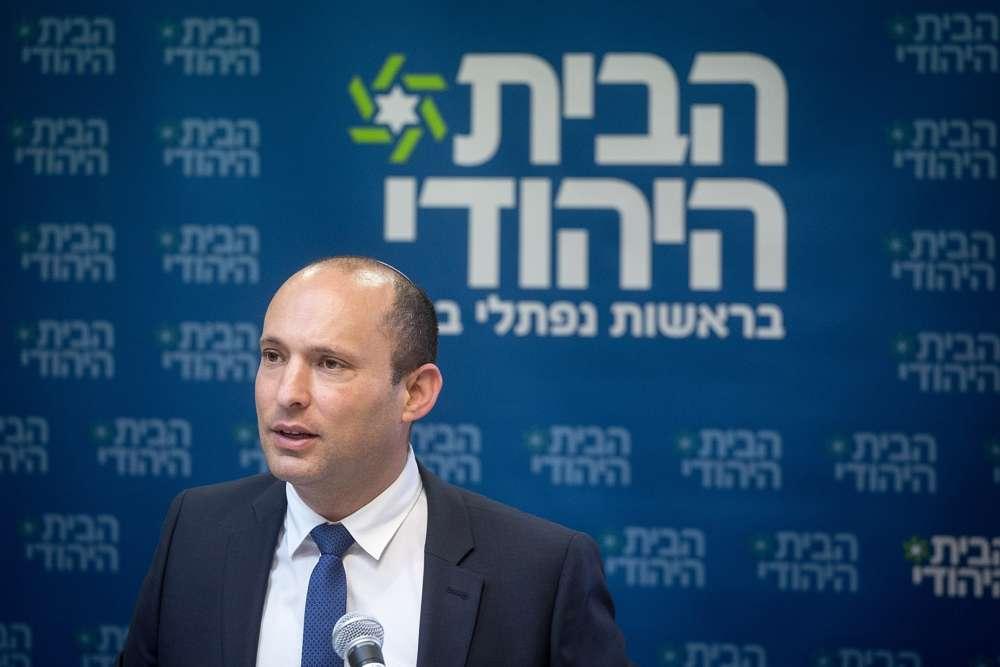 El 5 de noviembre de 2018, el Ministro de Educación Naftali Bennett habla durante una reunión del partido Hogar Judío en la Knesset (Miriam Alster / Flash 90)