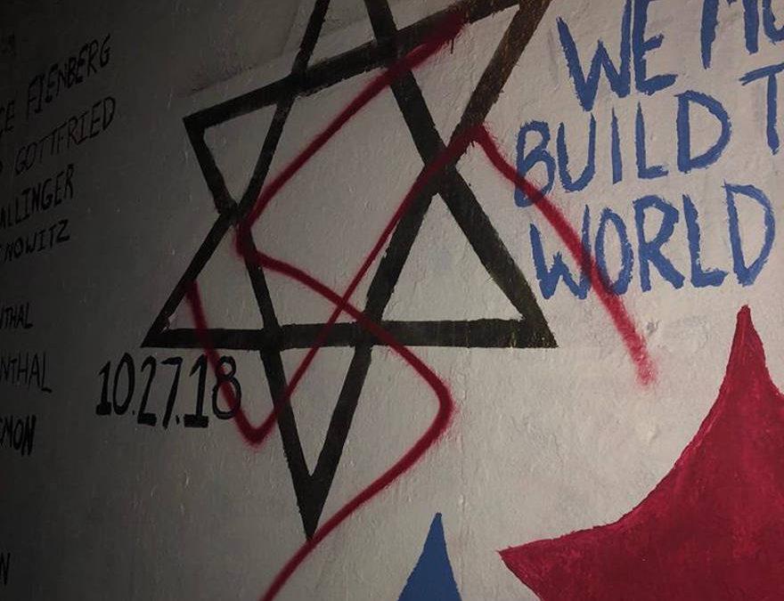 Esvástica nazi pintada en mural dedicado a las víctimas de la masacre de la sinagoga de Pittsburgh