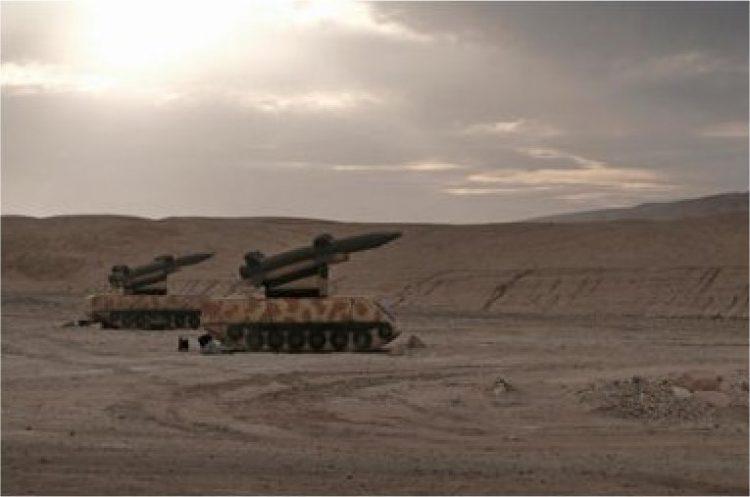 2K12 Kub sistemas móviles de misiles tierra-aire en el campo de batalla en el desierto de Negev