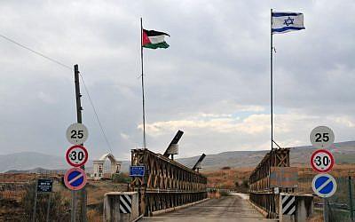 El cruce de la frontera del puente Allenby entre Jordania e Israel (Shay Levy / Flash90)