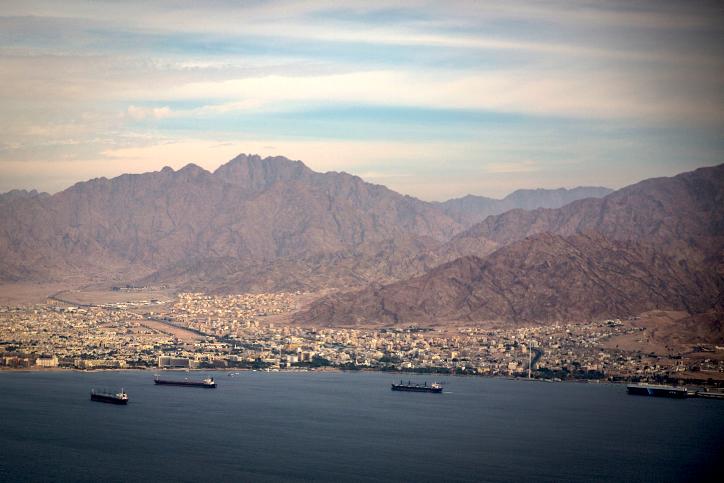 La ciudad del sur de Israel de Eilat y la ciudad jordana de Aqaba, vistas el 18 de diciembre de 2014. (Hadas Parush / Flash90)