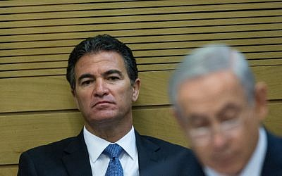 Yossi Cohen, el jefe del Mossad, es visto en una reunión del comité en el parlamento israelí el 8 de diciembre de 2015. (Yonatan Sindel / Flash90)