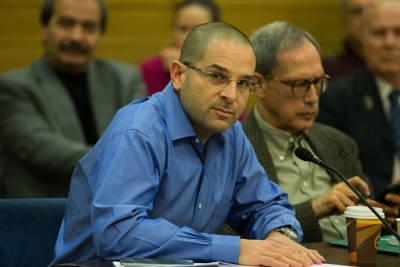el hijo de la víctima del terrorismo Richard Lakin, Micah Avni Lakin, asiste a una reunión del Comité de Vivienda en el Knesset, el parlamento de Israel en Jerusalén, el 8 de febrero de 2016. Crédito: Yonatan Sindel / Flash90