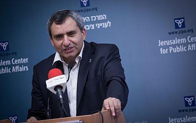 El 13 de septiembre de 2017, el Ministro de Asuntos de Jerusalén, Zeev Elkin, habla en el Centro de Asuntos Públicos y Estatales de Jerusalén. (Hadas Parush / Flash90)