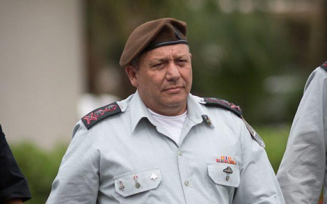El Jefe de Estado Mayor de las FDI Gadi Eisenkot en la base militar de Glilot cerca de Tel Aviv, 28 de marzo de 2018. (Miriam Alster / Flash90)