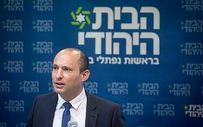 El 5 de noviembre de 2018, la Ministra de Educación Naftali Bennett habla durante una reunión de facción del partido Hogar Judío en la Knesset (Miriam Alster / Flash90)