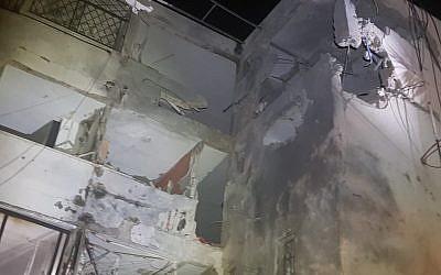 Daños a un edificio de apartamentos en Ashkelon golpeado por un cohete el 13 de noviembre de 2018. (United Hatzalah)