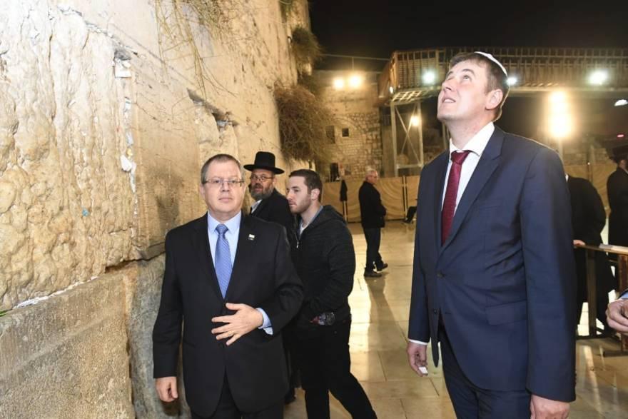 Rabia en la Autoridad Palestina por visita de Ministro de Exteriores Checo al Muro Occidental