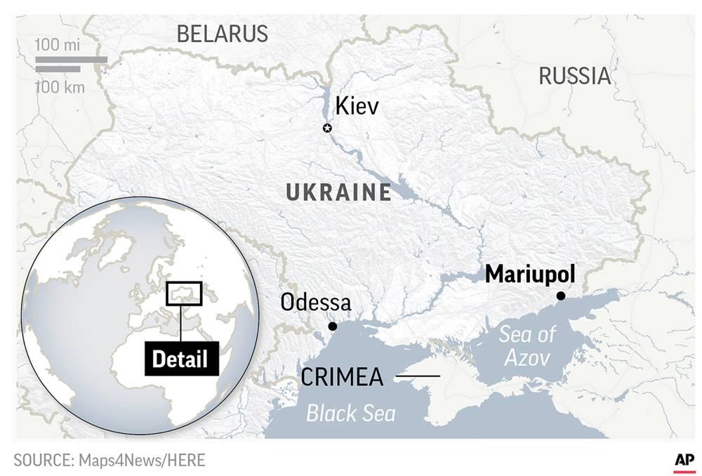 Dos barcos de artillería de la armada ucraniana y un remolcador transitaron de Odessa en el Mar Negro a Mariupol en el Mar de Azov.(AP)