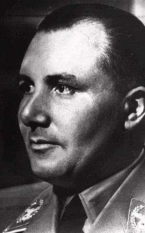 El secretario privado y el principal asesor de Adolf Hitler, Martin Bormann, se ve en esta foto de archivo sin fecha.(Foto AP)