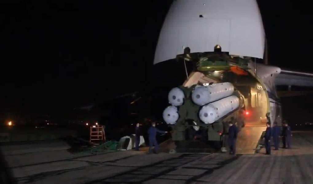 Siria niega haber atacado el aeropuerto de Damasco mientras residentes locales escuchan explosiones