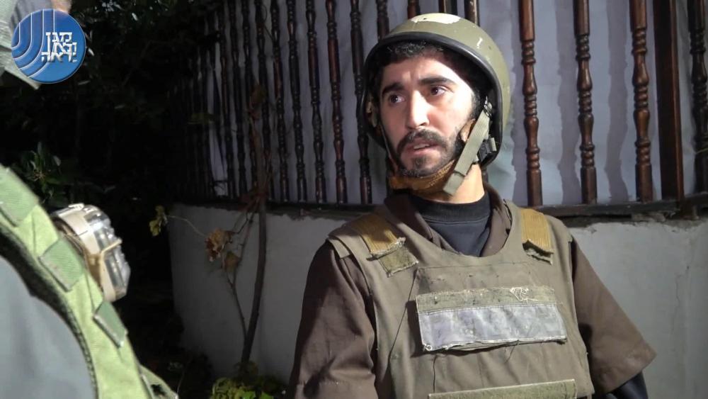 El sospechoso miembro de Hamas Oweis Rajoub, sospechoso de planear ataques con bombas contra objetivos israelíes en Cisjordania, fue interrogado por el servicio de seguridad Shin Bet el 23 de septiembre de 2018. (Captura de pantalla: Servicio de seguridad Shin Bet)