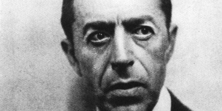 Hoy en la historia judía: Los rusos asesinan al verdadero James Bond