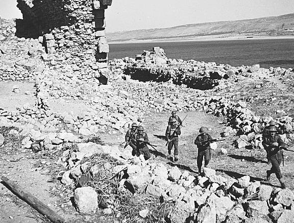 El ejército británico judío recluta entrenamiento para la batalla en 1941. Fuente: Wikimedia