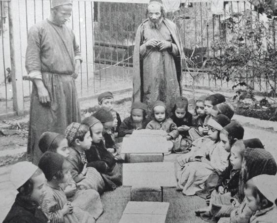 Una clase de Torá al aire libre en la Jerusalén de los años veinte. Fuente: Wikimedia