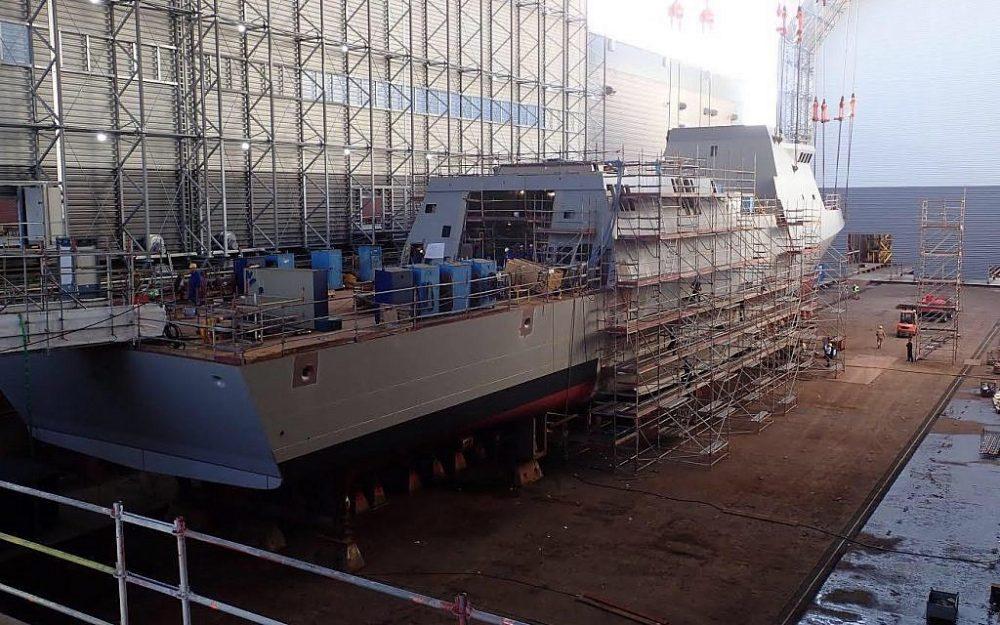 Los trabajadores alemanes construyen una corbeta Sa'ar 6 para la Armada israelí en Kiel, Alemania, en una fotografía sin fecha. (Fuerzas de Defensa de Israel)