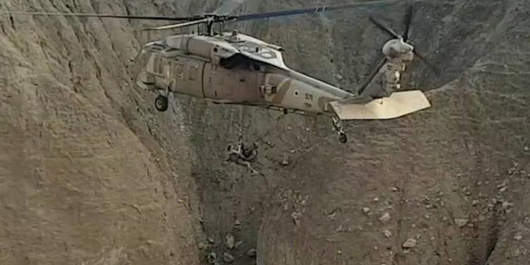 Helicópteros militares rescatan a grupo varado por inundaciones en el sur de Israel