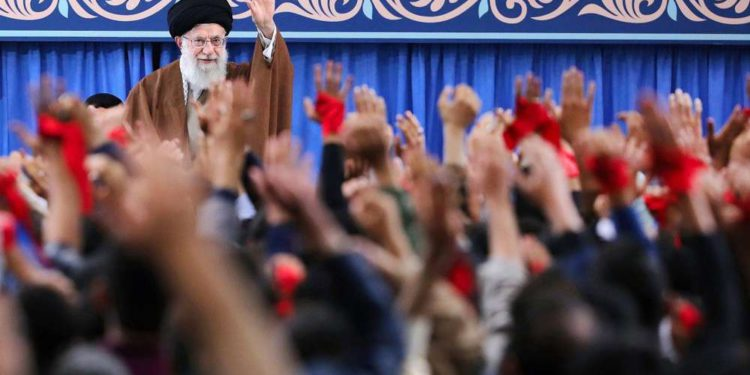 """Khamenei: Irán financiará los grupos terrorista de Gaza """"lo mejor que pueda"""""""