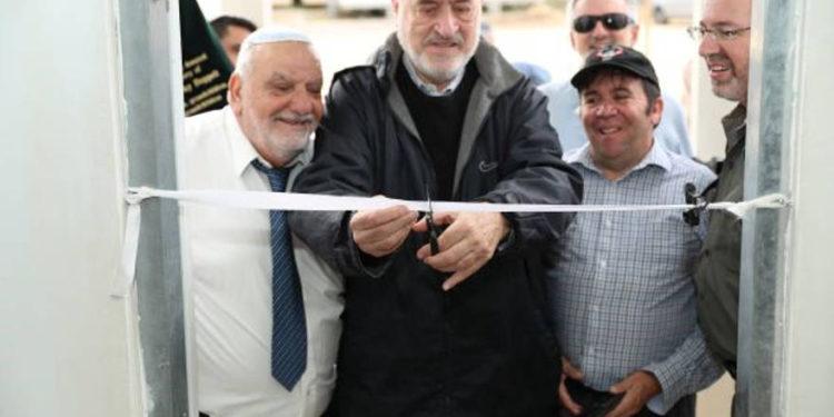 Soldados israelíes celebran la nueva sinagoga construida en la base de las FDI en Telem
