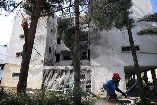 El frente del edificio que fue alcanzado por un cohete en Ashkelon.Ilan Assayag