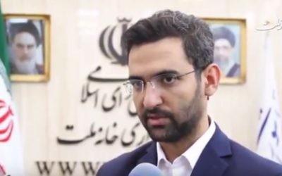 El ministro de comunicaciones de Irán, Mohammad-Javad Azari Jahromi, habla en una entrevista televisiva el 13 de agosto de 2017. (captura de pantalla: YouTube)