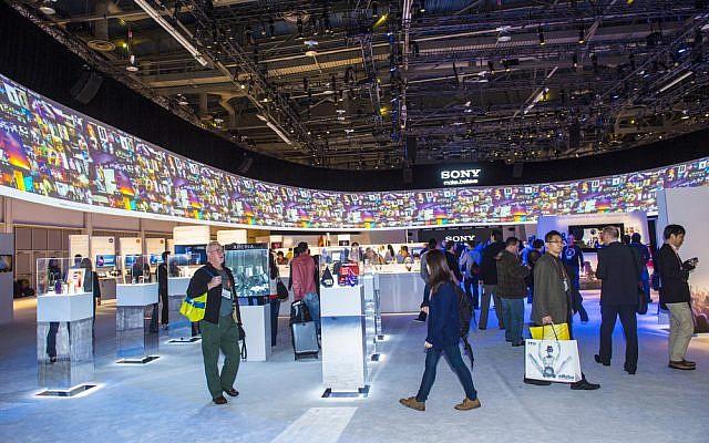 Visitantes a CES 2013 en Las Vegas, Nevada (imagen CES 2013 a través de Shutterstock)