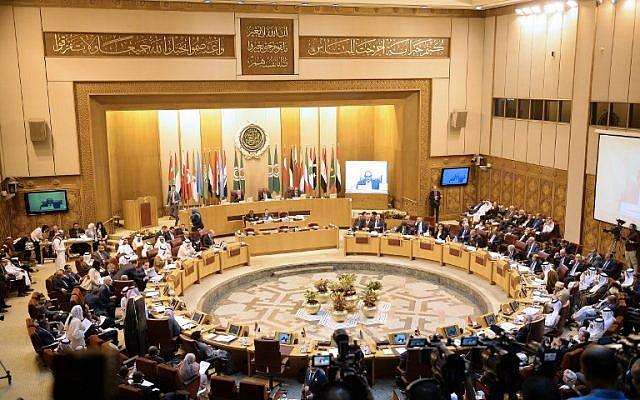 Esta fotografía tomada el 11 de septiembre de 2018, muestra una vista general de una reunión de ministros de asuntos exteriores de la Liga Árabe en la sede de la organización en la capital egipcia, El Cairo. (Foto de AFP / Mohamed El-Shahed)