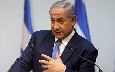 El primer ministro Benjamin Netanyahu hace una declaración en el Parlamento israelí (Knesset) en Jerusalén, antes de la discusión de la ONU en el Consejo de Seguridad sobre los túneles de Hezbolá hacia Israel, el 19 de diciembre de 2018. (Menahem KAHANA / AFP)