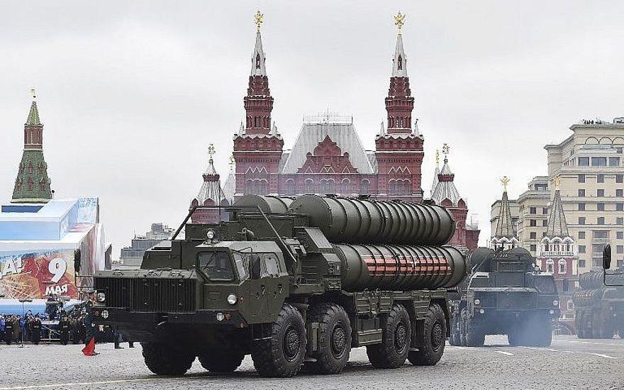 El sistema de defensa de misiles ruso S-400 durante un desfile militar del Día de la Victoria en la Plaza Roja de Moscú, el 9 de mayo de 2017. (Foto de AFP / Natalia Kolesnikova)