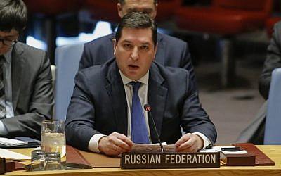 El Representante Permanente Adjunto de Rusia ante la ONU, Vladimir Safronkov, habla durante una reunión del Consejo de Seguridad sobre la situación en el Medio Oriente, el 18 de diciembre de 2017, en la sede de la ONU en Nueva York. (Foto AFP / Kena Betancur)