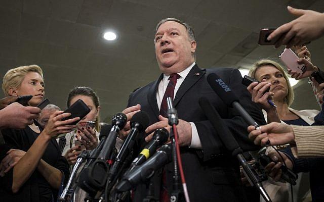 El secretario de Estado de los EE. UU., Mike Pompeo, habla a la prensa en Capital Hill luego de informar a los miembros del Senado sobre la relación actual entre Arabia Saudita y los Estados Unidos, el 28 de noviembre de 2018. (Zach Gibson / Getty Images / AFP)