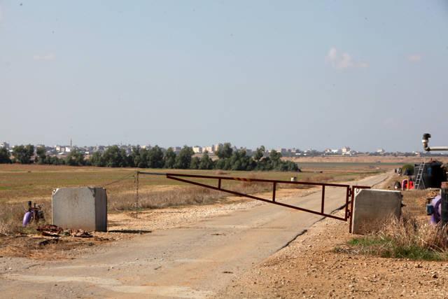 Un puesto de control de las FDI en la frontera de Gaza cerca de Khan Yunis, Franja de Gaza, 12 de noviembre de 2018. (Eliyahu Hershkovitz)