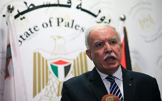 El Ministro de Asuntos Exteriores de la Autoridad Palestina, Riyad al-Malki, en una conferencia de prensa el 10 de octubre de 2014. (Ala Mufarja / Wafa)