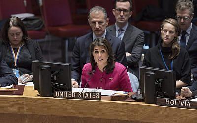 El embajador de los Estados Unidos ante la ONU, Nikki Haley, habla en una reunión del Consejo de Seguridad de la ONU sobre el Medio Oriente el 19 de noviembre de 2018. (ONU / Rick Bajornas)