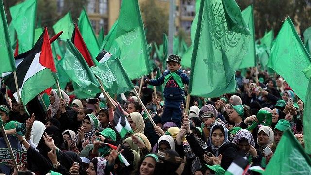 Los partidarios de Hamas asisten a un mitin en Gaza para conmemorar el 31 aniversario del grupo (Foto: Reuters)
