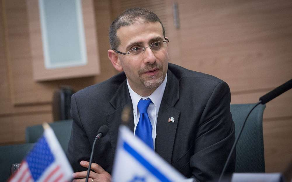 El ex embajador de Estados Unidos en Israel, Dan Shapiro, asiste a una sesión de bienestar en el Knesset, el 17 de enero de 2017. (Miriam Alster / Flash 90)