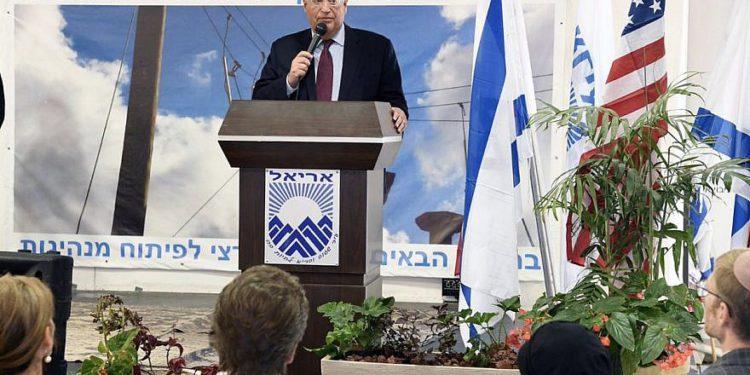 El embajador estadounidense David Friedman habla en un evento organizado por la Cámara de Comercio e Industria de Judea Samaria (JSCOCI) en la ciudad israelí de Ariel. Crédito: Embajada de los Estados Unidos en Israel.