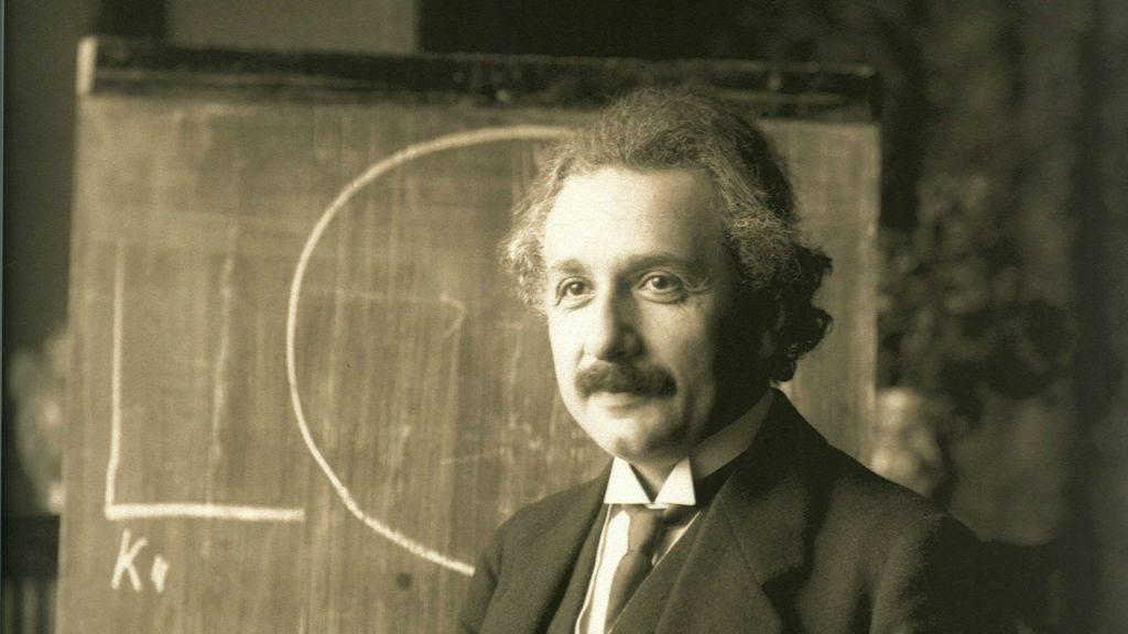 Albert Einstein, durante una conferencia en Viena en 1921. (Wikipedia / dominio público)