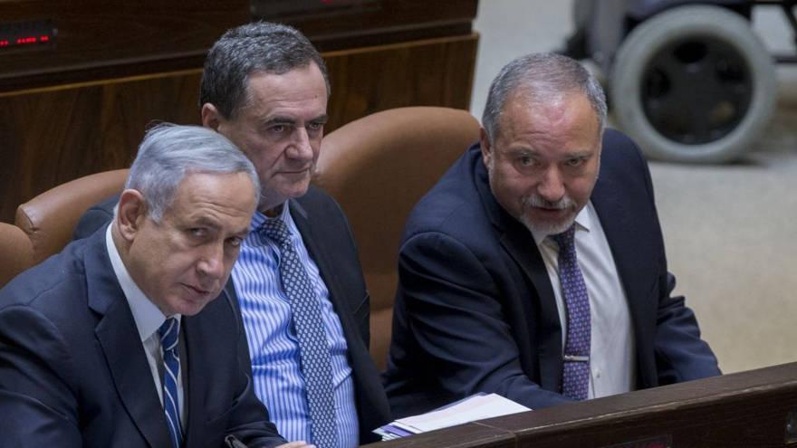 """Ministro dice que la """"Operación Escudo del Norte"""" prueba que la renuncia de Liberman fue """"irresponsable"""""""